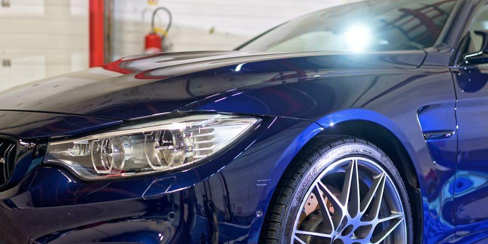 polissage BMW M4 bleu nuit